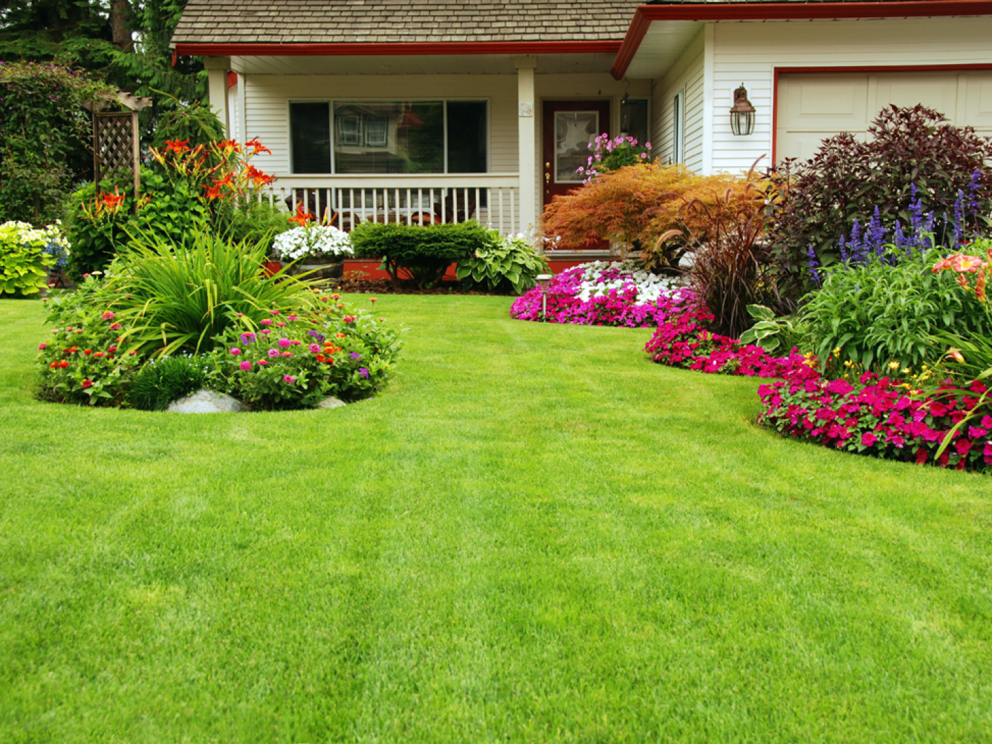 Improve Your Curb Appeal With a New Landscape Design